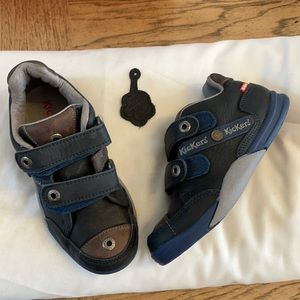 KICKERS NAVY AND BROWN SNEAKERS.  NEW